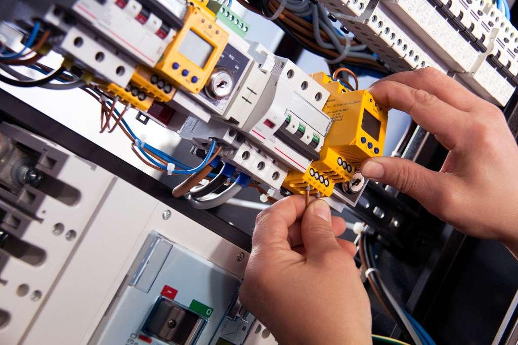 • Instalaciones eléctricas de baja tensión. Categoría especialista